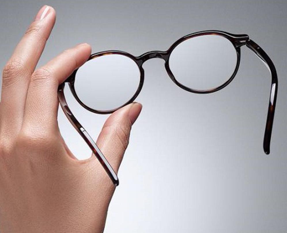 73403673bdb837 Pour nettoyer vos lunettes, il est conseillé soit de vaporiser sur vos  verres du spray qui se vend chez les opticiens (pas d Instanet par  exemple), ...